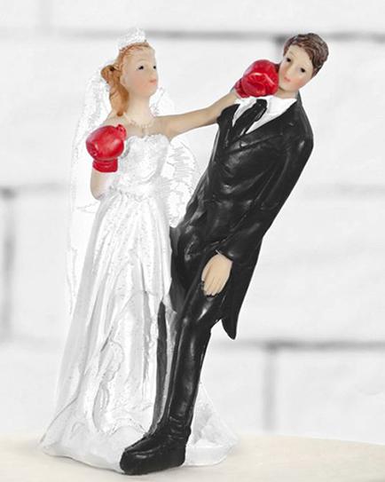 "Сватбена фигурка за торта ""Булката боксьор"""
