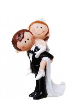 """Сватбена фигурка за торта """"Забавни младоженци"""" Младоженец носи булката на конче"""