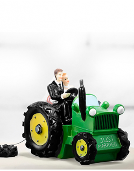 "Сватбена фигурка за торта ""Младоженци с трактор"""