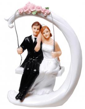 "Сватбена фигурка за торта ""Младоженци на люлка"""