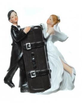 """Сватбена фигурка за торта """"Младоженци на меден месец"""""""