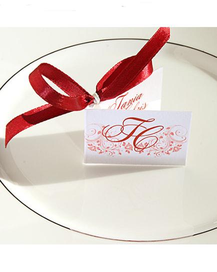 Сватбено подаръче с червена панделка