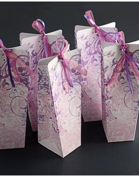 Луксозна кутийка за сватбено подаръче в лилаво