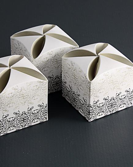 Кутийка за сватбено подаръче с орнаменти