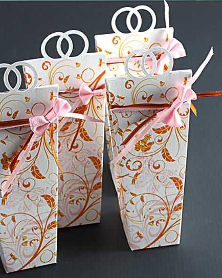 Кутийка за сватбено подаръче с панделка