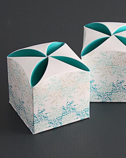 Кутийка за сватбено подаръче в зелено