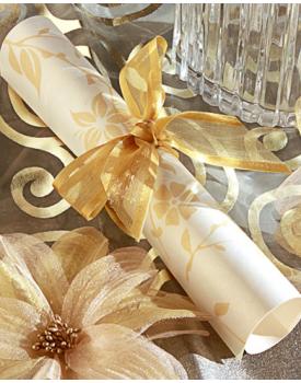Сватбена покана свитък с нежна панделка