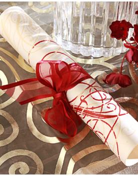 Сватбена покана свитък с червена панделка
