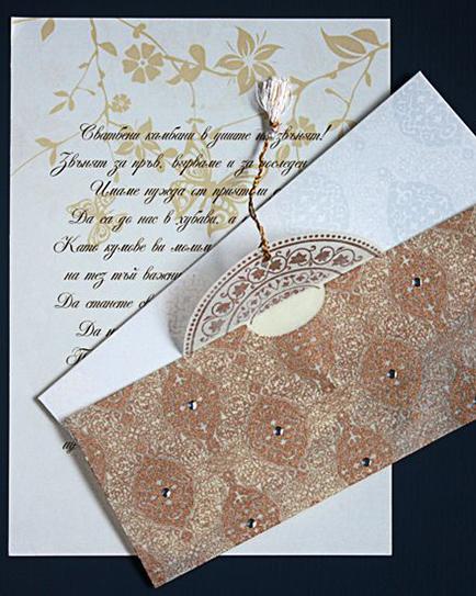 Луксозна сватбена покана в бяло и златно
