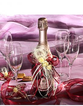 Украса за шампанско и чаши в червено